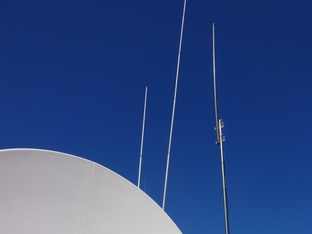 On the right the PA0RDT mini-whip antenna